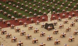 โรงเรียนในจีนจัดที่นั่งสอบแบบใหม่ กันเด็กลอกข้อสอบ