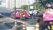 คนขับแท็กซี่ เอามีดฟันคนขับรถมอเตอร์ไซค์ ที่สะพานพระราม 9