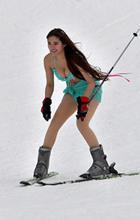 สาวหมวยสุดเซ็กซี่ กับลีลากีฬาสกี ท้าความหนาว (ภาพ)