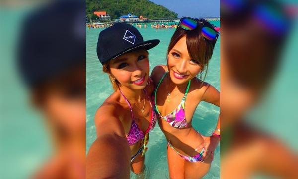 เมื่อ 2 สาว AV ต้อง Selfie ช่วยด้วยตัวเอง