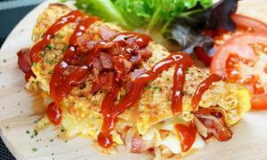 มาม่าออมเล็ตชีสเบคอนกรอบ ผลผลิตจาก ไข่ ชีส เบค่อน มาม่า