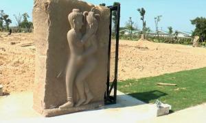 """""""เนวิน"""" แจง! รูปปั้นร่วมเพศ แนวคิดจากปราสาทหินพนมรุ้ง"""