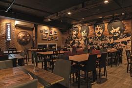 อย่างเท่...The Cavern Club Bangkok ร้านในสไตล์เหมืองแร่