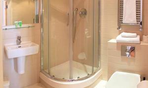9 ไอเดียประหยัดพื้นที่ใช้สอย แบบฉบับห้องน้ำแคบมาก