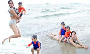 บรรยากาศน่ารัก พลอย กระเตงลูกสองเล่นน้ำทะเล