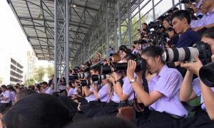 ฮือฮา! งานเปิดตัวลีดเดอร์เตรียมอุดม 59 ทีมตากล้องนักเรียนจัดเต็ม