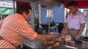 ลูกค้ายกนิ้วให้ พ่อค้าไก่ทอด 9 ขวบ ขายคล่องเป็นมืออาชีพ