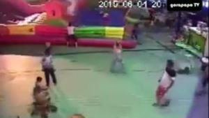 อุทาหรณ์!! บ้านลมที่เด็กๆชอบเล่น ดูแล้วน่ากลัวจริงๆ
