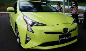 Toyota Prius ใหม่ มีสีเขียวพิเศษช่วยประหยัดน้ำมันได้!