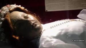 ขนลุก!!! นทท. ถ่ายคลิปศพเด็กอายุ 300 ปี ลืมตาขึ้นมาเอง