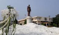 สมาคมนักเรียนเก่า ภ.ป.ร.ราชวิทยาลัยฯ วางพวงมาลา หน้าพระบรมรูปรัชกาลที่ 9