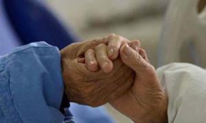 """ซึ้ง!! คู่รักวัย 90 ปี เขียนจดหมายรัก """"ฉันจะอยู่อย่างไร ถ้าไม่มีเธอ"""""""