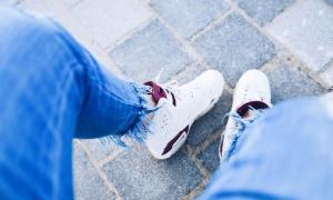 รองเท้าผ้าใบสีขาว ดูแลอย่างไรให้ขาวสะอาดและใช้งานได้นาน