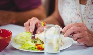 """5 อาหารสำหรับผู้สูงอายุ บอกลา """"มนุษย์ป้า"""" กันเถอะ"""