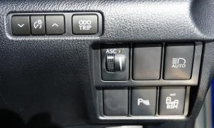 น่าโดน! 10 เทคโนโลยีล้ำ ที่ควรมีในรถใหม่ทุกคัน