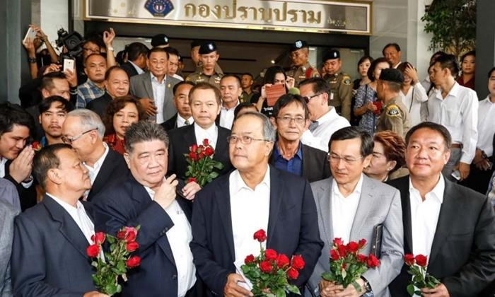 8 แกนนำเพื่อไทยรับทราบข้อหา-ท้า คสช.ลงเลือกตั้งให้ ปชช.ตัดสิน 4 ปีดีจริงหรือไม่?