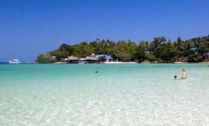 สวยสะเด็ด! เกาะทะลุ น้ำใส ทรายขาว มีอยู่จริง