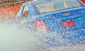 เทคนิคขับรถหน้าฝนให้ปลอดภัย ไร้อุบัติเหตุ!