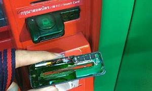 ผงะ! กด ATM เจอเครื่องสกิมมิง-กล้องรูเข็ม