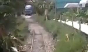 แห่วิจารณ์ คลิป เส้นทางรถไฟไทยเหตุใดถึงวิ่งช้า