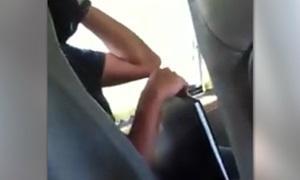 สาวผงะ! หนุ่มโชว์ช่วยตัวเองบนรถตู้สาธารณะ